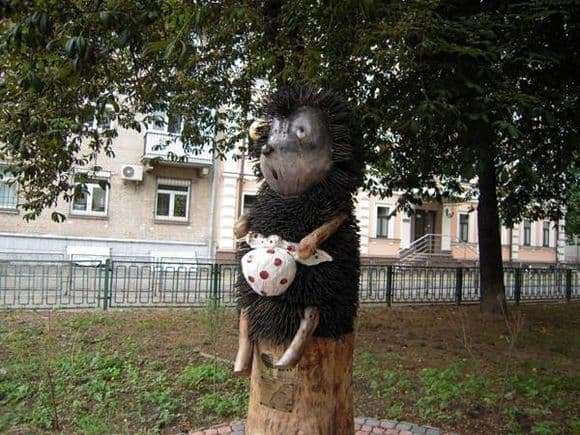 Description of the monument to the hedgehog in the fog in Kiev