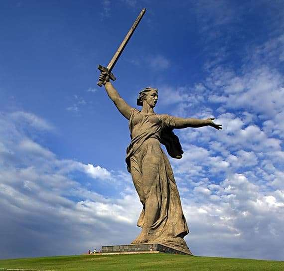 Description of the monument sculpture Motherland Calls in Volgograd