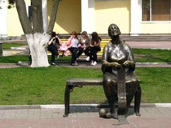 Description of the monument to the grandmother in Belgorod