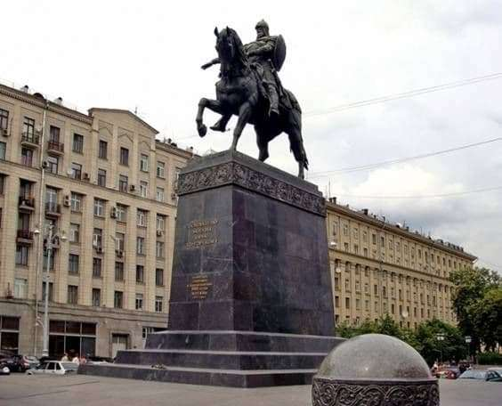 Description of the monument to Yuri Dolgoruky in Moscow