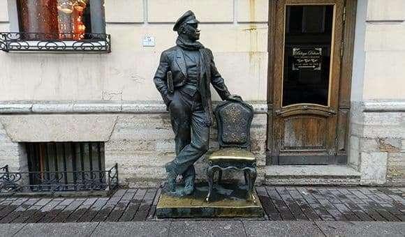 Description of the monument Bender in St. Petersburg